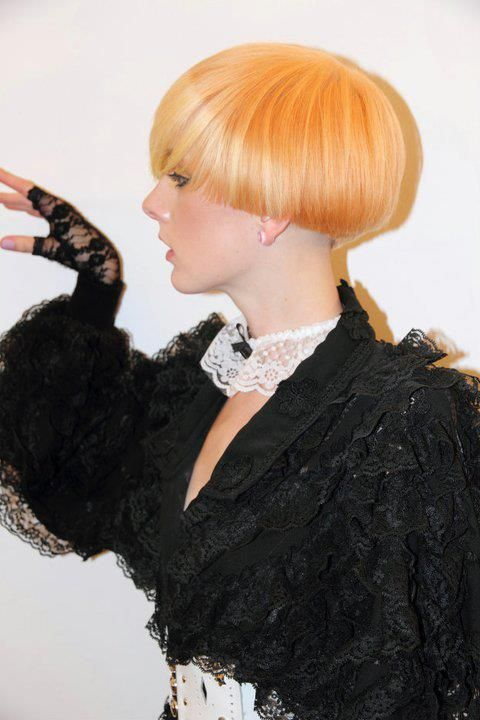 A blog about spectacular short haircuts, for those who are looking for a new hairstyle. Short hair? Look no further! Bob, pixie cut, undercut.