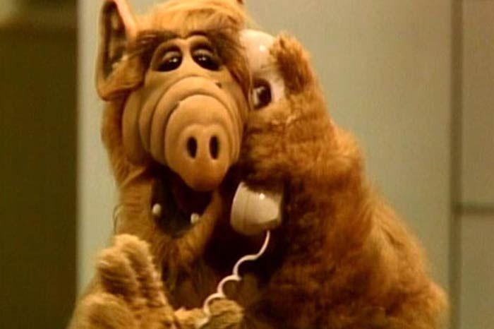 Sene 1980 demek Alf filmini bayılarak izlemek demek