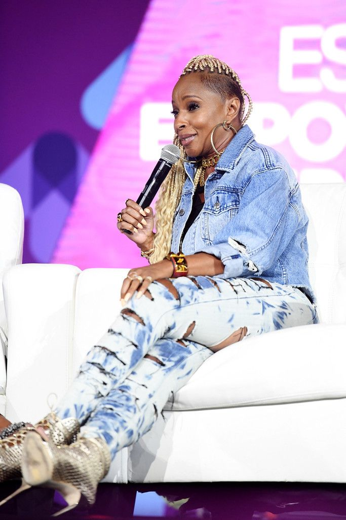 Mary J. Blige Photos - Mary J. Blige speaks onstage at the 2017 ESSENCE Festival presented by Coca-Cola at Ernest N. Morial Convention Center on June 30, 2017 in New Orleans, Louisiana. - 2017 ESSENCE Festival Presented By Coca-Cola Ernest N. Morial Convention Center - Day 1