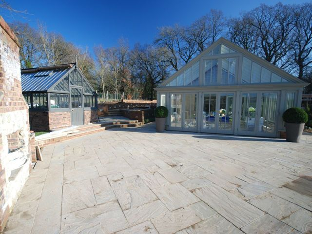 Evolving Spaces Landscape Designs LTD - Pool House.
