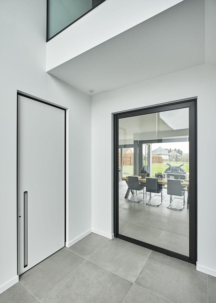Design deuren met zwarte omlijstingen