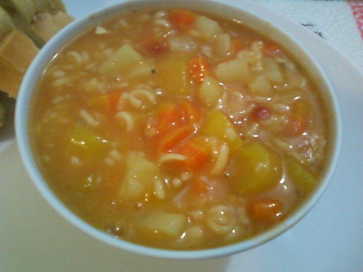 Receita de Sopa de macarrão com batata e cenoura.