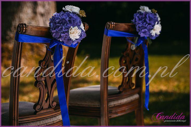 dekoracja krzeseł Młodej Pary, hortensje, dekoracje kwiatowe  ślubu w plenerze w Dworze Radzin 21