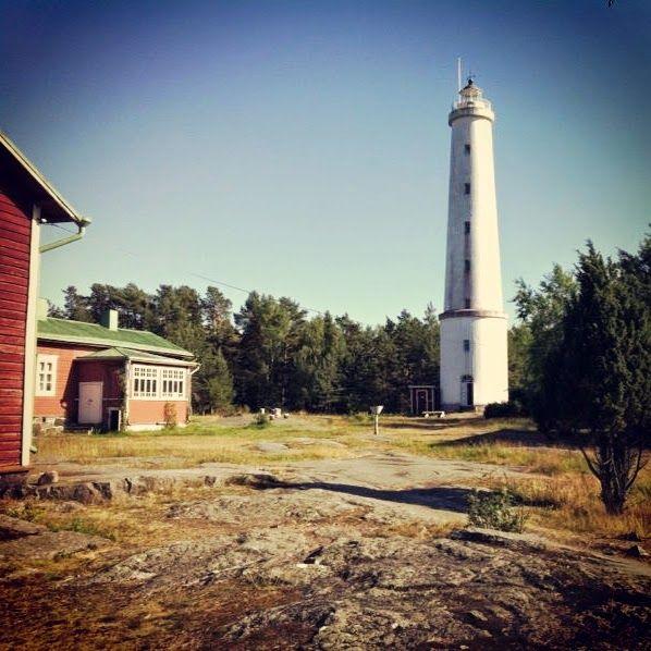 Kesäretkellä Säpin majakalla http://kemikaalikimara.blogspot.fi/2014/08/kesaretkella-sapin-majakalla.html