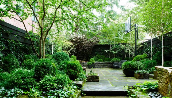 Julianne Moore backyard garden Manhattan ; Gardenista
