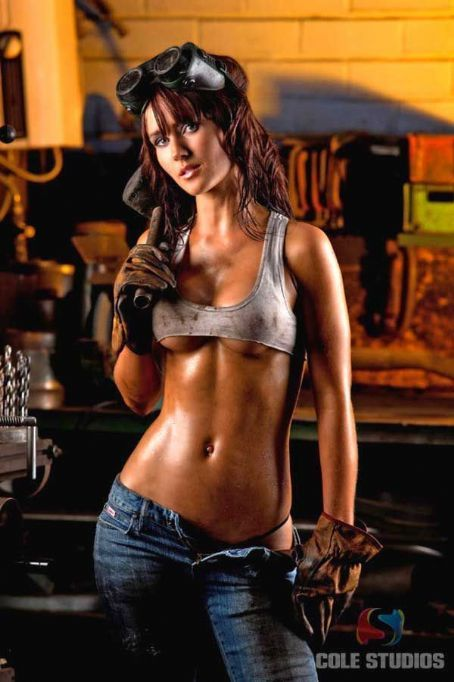 Elisha Cuthbert My Sassy Girl Wallpaper 23 Best Female Mechanic Images On Pinterest Garage