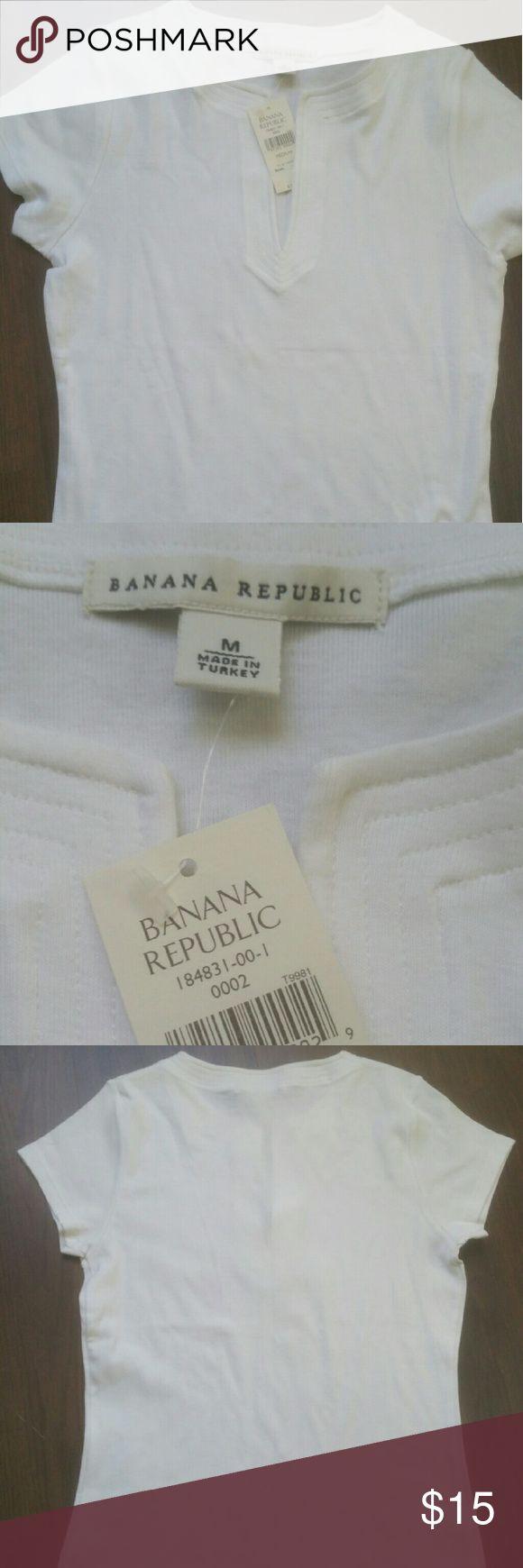Banana republic tshirt Banana Republic t-shirt.  White short sleeve, size medium. Banana Republic Tops Tees - Short Sleeve