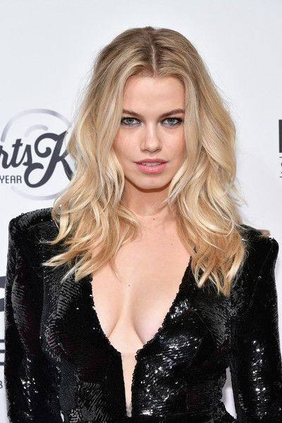 Hailey Clauson Long Wavy Cut - Hailey Clauson showed off gorgeous beach waves at the SI Sportsperson of the Year 2016.