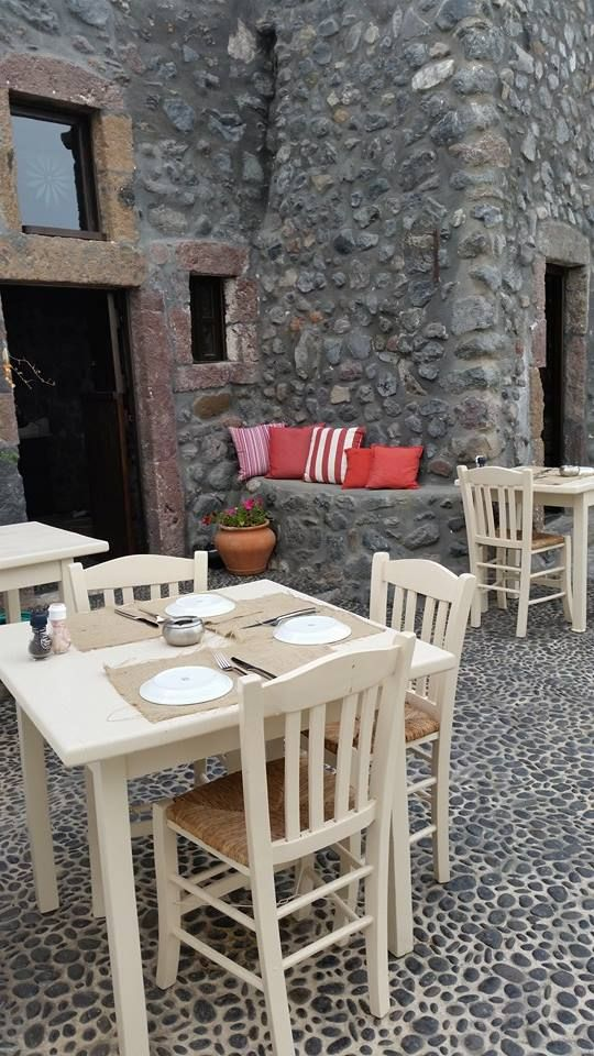 Enjoy al fresco dinning, as well as cozy souroundings.