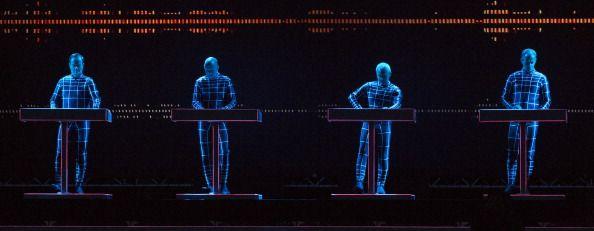 Ralf Hutter Henning Schmitz Fritz Hilpert y Falk Grieffenhagen de Kraftwerk realizan en escena en el Día 4 de Roskilde Festival 2013 el…