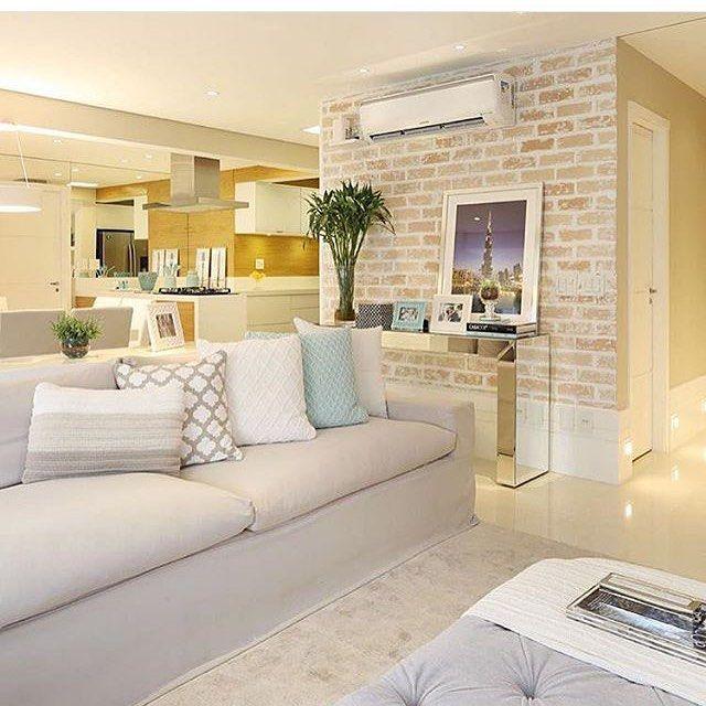 Construindo Minha Casa Clean — ✨Elegância da parede de tijolinhos com o aparador...