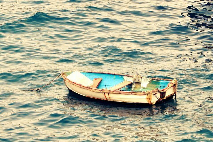 Una barca in mezzo al mar!