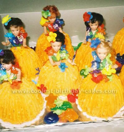 Now aren't these just the cutest! What a great idea! Hula Girl Cakes!