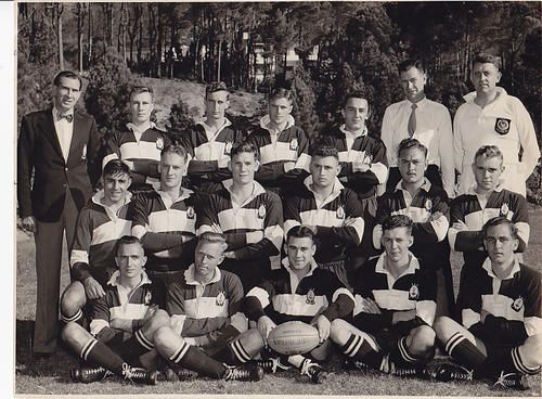 Diggers Rugby Club 1st XV 1955 Original photo of Diggers Rugby Club 1st XV 1955. Including Springboks Natie Rens (1953) & Joe Kaminer (later, 1958); also Mr Dan de Villiers, manager 1956 Springboks. Size 24 X 19 cm, very good condition. R25 postage in RSA