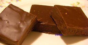 Enkla chokladfudge gjorda på några minuter. Gott till kaffe. - en burk kondenserad mjölk (400 ml) - 50 gr osaltat sm...