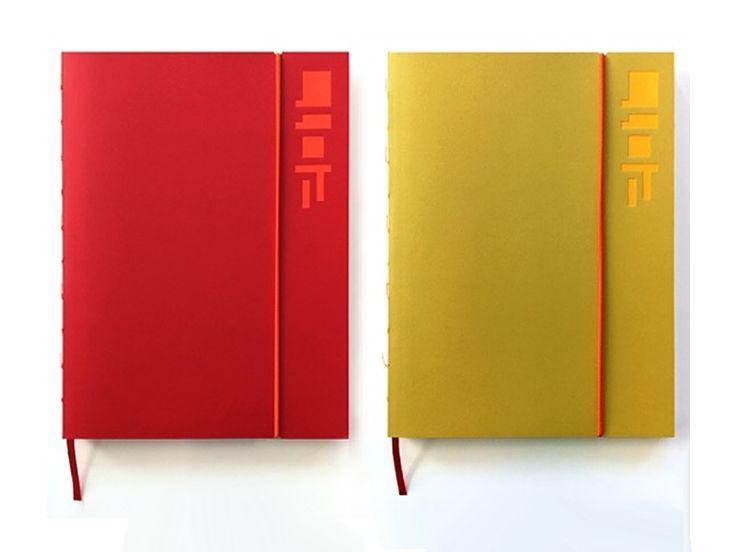Design Agenda 2017 - een agenda, planner en notitieboek ineen. Een praktische indeling met 3 velden per dag en 1 week over twee pagina's. Veel open ruimte voor notities en aantekeningen, een leeslint, en een handig elastiek! #wiemaakthet #design #agenda #2017 #weidesign