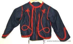 Zuavo: Antes se empleaba sobre la pijama. Especie de chaqueta que llaga exactamente a la altura del busto y carece de botonadura.
