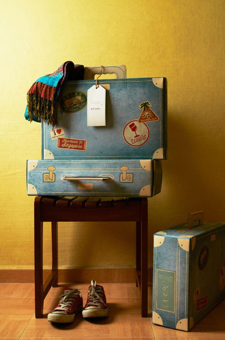 Yellow Octopus создали The YOuyii Project совместно с компанией Uyii. The YOuyii Project это упаковка трех видов игрушек ручной работы: мамонт, динозавр и птица додо.   Упаковка состоит из картонной коробки с ручкой, оформленной в виде старинного чемодана для путешествий, буклета, бирок для игрушки и коробки, а также упаковочной бумаги с печатью изображающей обычное содержание чемодана. Конструкция картонной коробки-чемодана с ручкой — самосборная, она собирается из одной заготовки. Печать…
