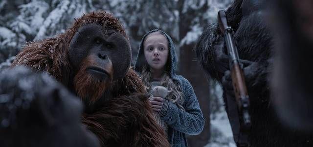 """⭐⭐⭐⭐ """"Harvoinpa Hollywoodista tulee näin tyylikkäästi toteutettua scifi-spektaakkelia, joka on samaan aikaan sopivasti mahtipontista silmänruokaa ja vivahteikasta jännitystä."""" - JL, ESS.fi SOTA APINOIDEN PLANEETASTA elokuvateattereissa nyt"""