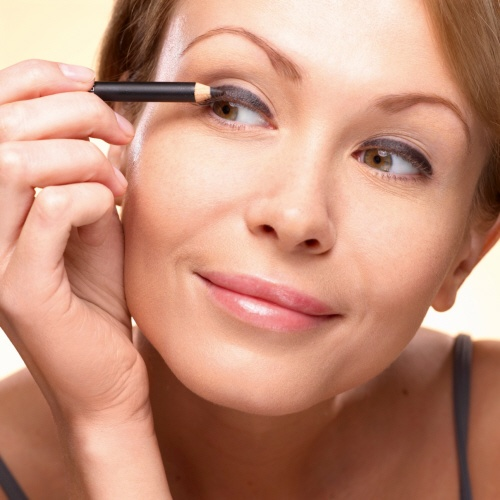 1. Create an intense base for your eyes, by drawing a thick black line over your upper lash line with the 3-in-1 Eye Pencil. #makeuptips #yvesrocher