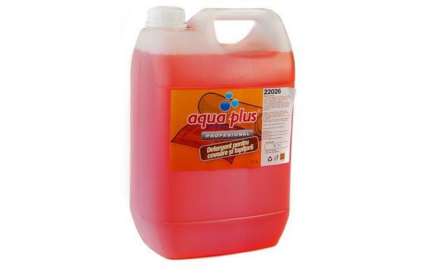 La fiecare bidon de detergent Aqua Plus covoare si tapiterii la 5L beneficiezi de un hiper pret, acum doar 13,55 lei/bidon!