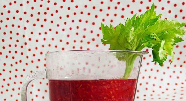 Upa� nie daje �y�, wi�c ratujesz si� lodowat� puszk� gazowanego napoju z ton� cukru. A mo�e dla odmiany owocowy miks z dodatkiem alg albo koktajl z mlekiem kokosowym