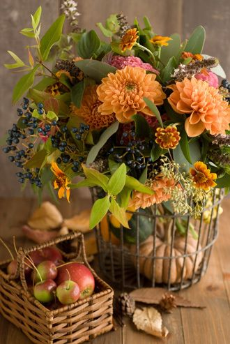 Fall flowers with apples and pumpkin...great idea :-)
