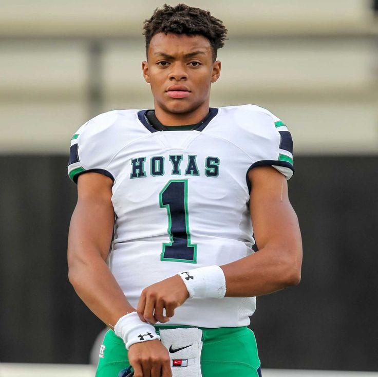 High school senior quarterback Justin Fields, ranked the no, 1 prospect in 247Sports.com's 2018 composite national rankings, has announced his commitment to Georgia during a prep rally held at Harrison High School in Kennesaw, Ga. on Friday.