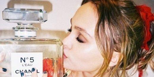 Βeauty Alert! H Lily Rose Depp είναι το πρόσωπο του νέου αρώματος της Chanel, N°5 L'EAU!