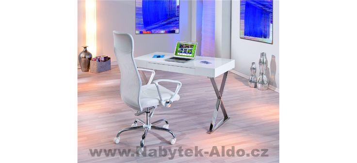 Jednoduchý bílý pracovní stůl