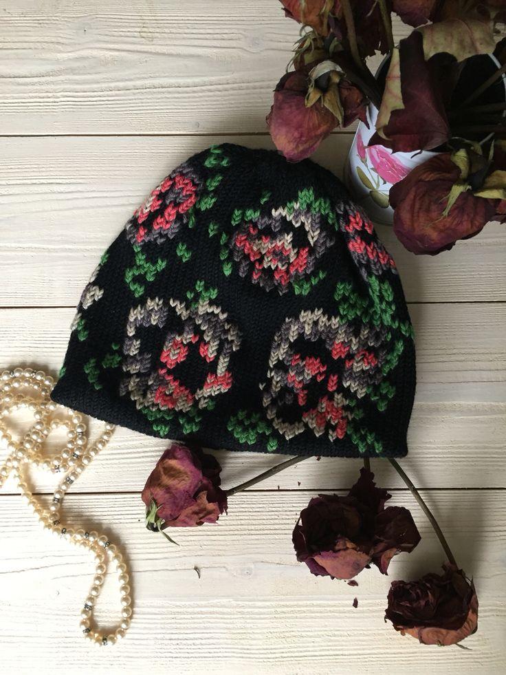 Двойная шапка с вышивкой