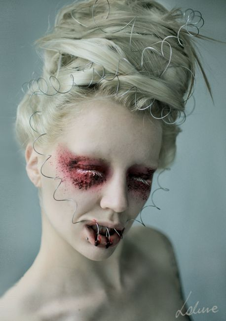 good night by Magdalena Piwosz I love how beautifully demented this is.