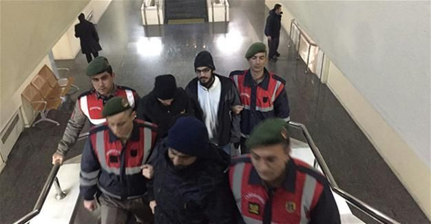 Turki Tangkap 4 Orang Terkait Jabhah Fath al-Sham  Empat orang telah ditangkap setelah operasi yang menergetkan pejuang bekas afiliasi Al-Qaidah di Suriah Jabhat Al-Nusrah yang kini berganti nama menjadi Jabhah Fath al-Sham (JFS) di distrik Yildirim di provinsi barat laut Bursa Dogan News Agency melaporkan pada hari Rabu (25/1/2017).   Mereka ditangkap diduga telah memberikan dukungan logistik untuk kelompok jihad di Suriah dan telah memasuki zona bentrokan di bawah kendali kelompok. Pasukan…