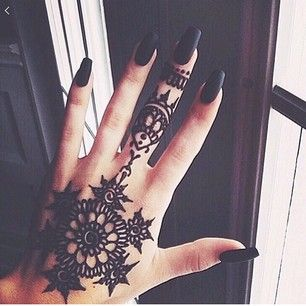 First of all, henna is temporary. | 24 Reasons Henna Tattoos Are Always A Good Idea