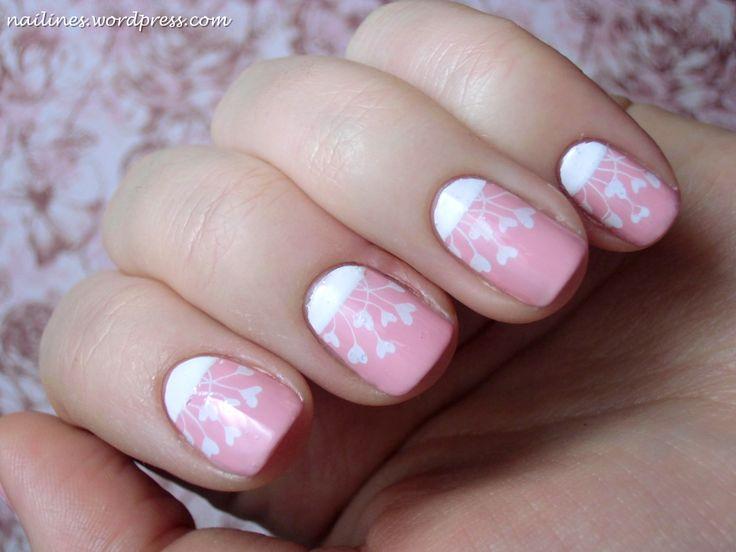 Hallo ihr Lieben! Heute drücke ich euch ein paar Herzen aufs Auge . Ein süßes Design in weiß und rosa, auch ganz passend zum bald anstehenden Valentinstag. Ich habe meine Nägel zuerst rosa lackiert…