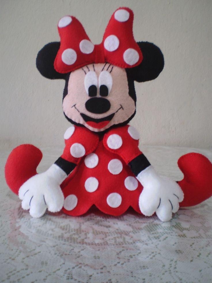 Boneca Minie em feltro, feita a mão, com enchimento anti alérgico, para enfeite de mesa e lembrança de aniversário .