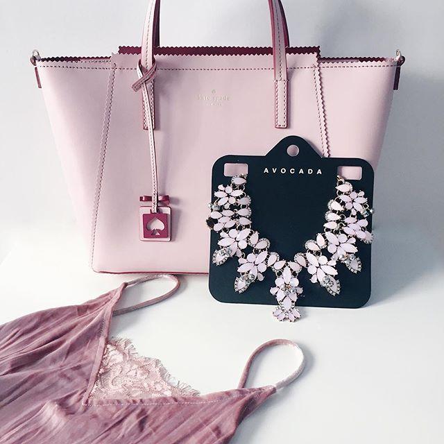 Have a wonderful weekend ladies! Here is a little spring inspiration. Do you like my shiny and new things?  Csajos, tavaszias hétvégét mindenkinek! Hogy tetszenek a legújabb szerzeményeim? 🌸☀️💕 . . . #spring #inspiration #fashion #fashionista #fashionblogger #instastyle #instafashion #instadaily #blogger #budapest #katespade #newbag #pink #mik #ikozosseg #instahun #divat #divatblogger #necklace #accessories #velvet #statementnecklace #jewelry