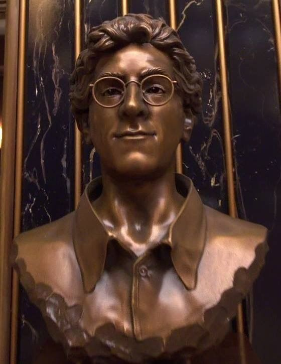 Egon Spengler bust statue used in Ghostbusters 2016