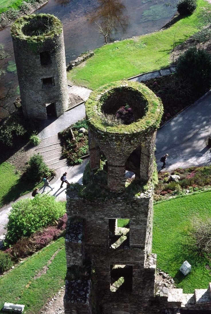 Top 10 Most Fascinating Castles Dos torres en el castillo de Blarney, Cork, Irlanda