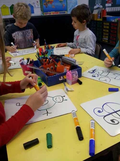 A través de estos ejercicios fomentamos en los niños el uso de ambos hemisferios cerebrales, su agilidad y destreza mental, coordinación, habilidades cognitivas y bienestar