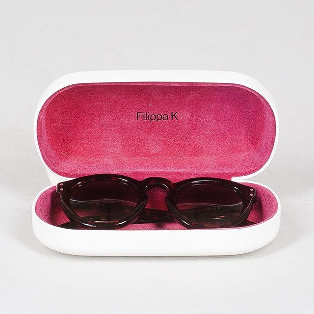 Yes, we spot you sunshine . And not only today but also the rest of the week! Time to get this beautiful Filippa K sunnies in our webshop (link in bio). #blgshp #filippak #sunglasses