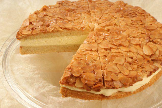 Ein schneller Kuchen mit Pudding-Creme und Mandeln