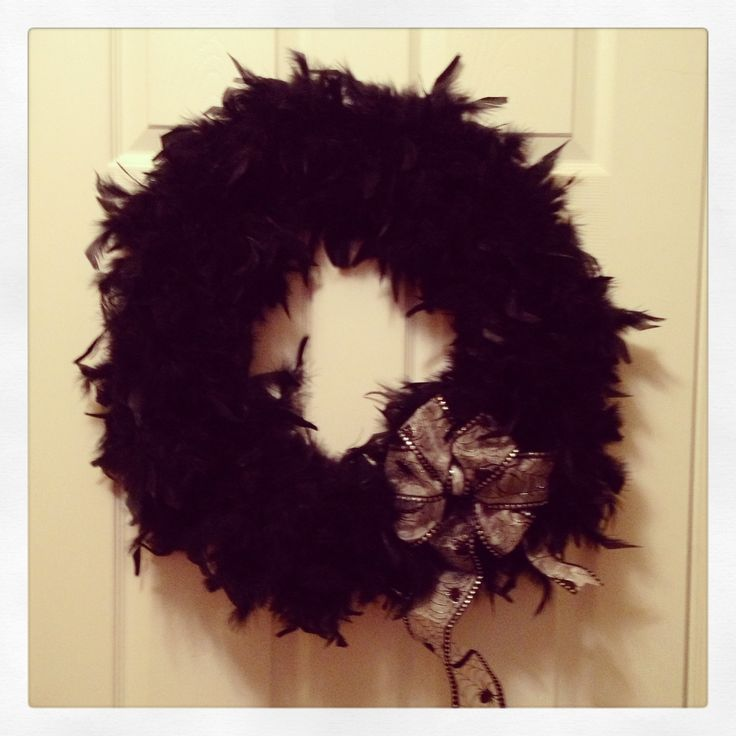Feather Boa Wreath for Halloween | Holiday Ideas | Pinterest