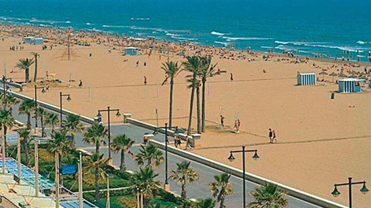 Nach dem Sprachkurs in Valencia zieht es Viele zum chillen an den weitläufigen Sandstrand der Stadt. #Sandstrand #Valencia #chillen #Sprachkurs #Spanisch #Spanien #Sprachreise