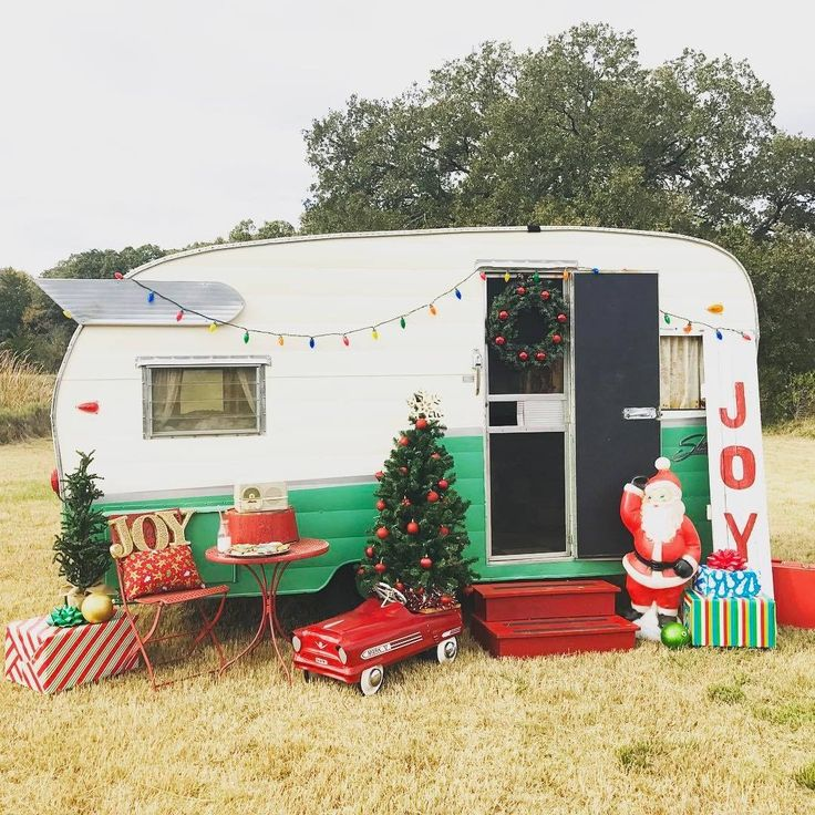 Christmas Minis photo shoot. Miss Shasta Belle Vintage Camper