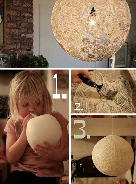 Zelf kanten lampion maken. Blaas een ballon op hoe ronder hoe mooier van vorm. Smeer een kanten lapje in met lijm en kleef op de ballon. Laat droogen en verwijder daarna de ballon. Nu kan je hem afwerken tot een lamp.