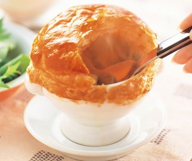 おもてなし きのこのクリームパイスープ