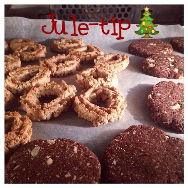 Det bedste småkage tip; bag dine jule småkager, cookies, pebernødder 2 gange. Hvis dit alternative julebag ikke bliver vildt sprødt i første omgang, så bag dem igen dagen/dage efter ved 170 grader i ca. 4-5 min. #julebag #julesmåkager #sundjul #sunddecember #christmascookies #christmas #bagværk #sukkerfrijul #sukkerfri #sukrin #glutenfree #glutenfri #laktosefri #øko #vaniljekranse #cookies #healthy #healthycake #sunderealternativ #organic @sukrindk