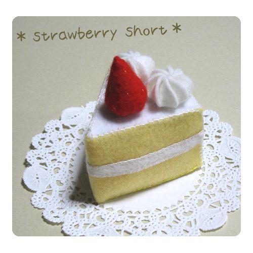 フェルトでケーキを作ってみたくて、まずは王道の『苺ショート』を♪