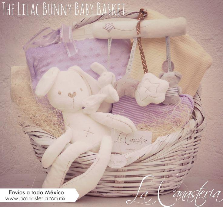 The Lilac Bunny Baby Basketes un fino regalo para niña recién nacida con feeling europeo que diseñamos para aquellos que buscan un regalo original que rompa con la clásica paleta de color rosa! In…